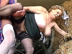 Granny gets sex with manon hayloft