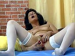 Old slut fucks herself with dildo