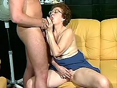 Old mom gives blowjob to horny dude