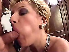 Granny does blowjob and gets big dildo in old cunt